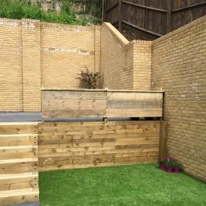 Raised Wooden Planter Screen