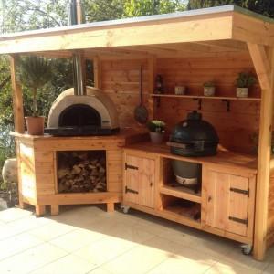 Outdoor BBQ Pizza Kitchen Area